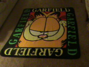 Garfield Throw