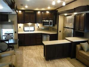 2016 Columbus 340RK Luxury Rear Kitchen 5th Wheel - 3 Slideouts Stratford Kitchener Area image 4