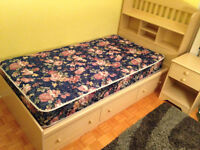 Bedroom set for children / Ensemble de chambre pour enfants