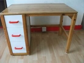 Table with 3 drawers . Low . Size : H=63cm , W=88cm , D=52cm .