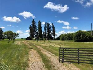 3 BR home on the outskirts of 'culturally proud' Oakburn MB!
