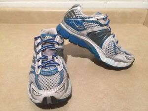Women's Saucony Triumph 7 Running Shoes Size 7 London Ontario image 3