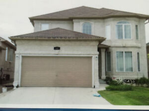 Beautiful 2 Storey 5BR house in Richmond West for Professionals