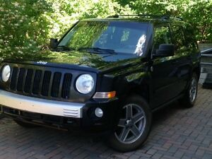 À VENDRE- SUPER OPPORTUNITÉ -Jeep Patriot LTD 2007 NOIR