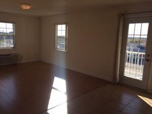 Modern 1 Bed. Apt. | $750/month | Top Floor | Balcony