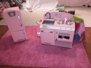 Adorable KidKraft Retro Kitchen Set