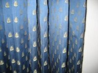 A BEAUTIFUL PAIR OF INTERLINED CURTAINS IN A BLUE MONKWELL FABRIC.