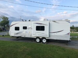 2013 Jayco travel trailer, with bunks and slide
