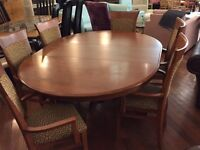 Magnificient Solid wood table and 6 Chairs