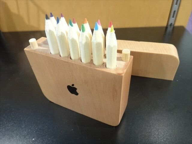 Apple Logo Wood Pencil Gift Box - 12 Colored Pencils and Sharpener - NEW RARE
