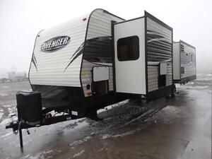 Couples 3-slide Travel Trailer with Rear Living Room Kitchener / Waterloo Kitchener Area image 4