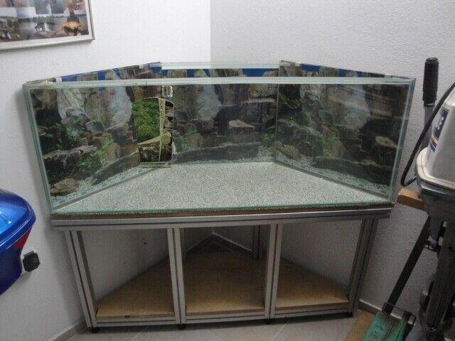 Eckaquarium    mit Untergestell  - auch als  Terrarium verwendbar