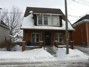 All Incl. 4 Bdrm Main floor Unit with Porch. 10 Mins to Queens