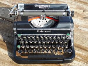 Vintage Underwood Champion Typewriter *Works*