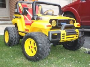 Peg Perego Jeep childrens ride-on vehicle - Gaucho 4.0 - Yellow