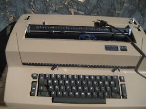 IBM 60's typewriter for parts/repair only. Unit does not power o
