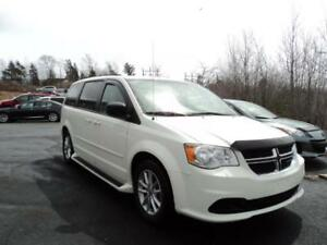 2013 GRAND CARAVAN + NAVIGATION! FULL STOW & GO!!! ONLY 70KM