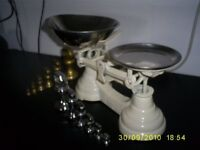 Kitchen scales vintage in white with 2x sets of weights (1 in chrome /1 in bronze)