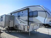 **CLEARANCE! **HUGE KITCHEN! **LUXURY FIFTH WHEEL FOR SALE!
