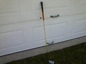 Fer de golf no 4 Gaucher de marque Callaway Big Bertha.