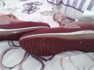 Sketchers size 8.5, rose gold , air cooled memory foam insoles..