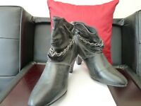 LADIES ANKLE BOOTS, CHARCOAL GREY, SIZE 5, BRAND NEW