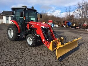STAY WARM IN OUR DELUXE CAB! - Massey Ferguson 42hp with Blade!