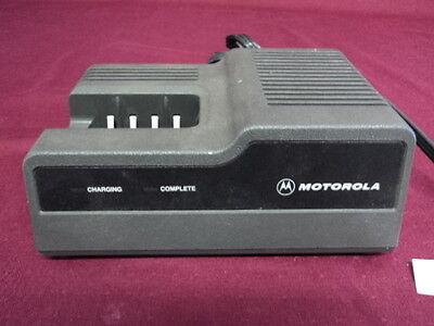 Motorola Battery Charger Ntn4633c For Walkie Talkies Mt1000ht600mtx800p200