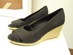 Womens Size 6 Chaps Black Canvas Dakoda Wedge Heel Shoes NEW