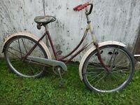 Bicyclette antique CCM