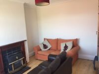 Cosy 2 bedroom house suitable for young professionals