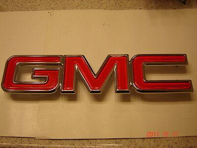 GMC  GRILLE EMBLEM RED & CHROME SIERRA YUKON SAVANNA  NEW FRONT OR REAR