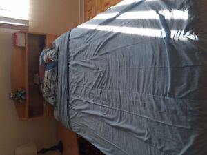 Single bed /Lit une place