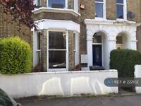 1 bedroom flat in Chantrey Road, London, SW9 (1 bed)