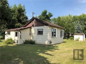 Tiny home on a big lot in Binscarth MB!
