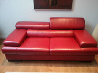 REAL Leather Couch / Canapé de Cuire!!! Perfect condition!!