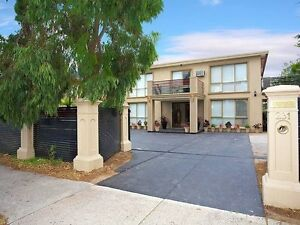 ROOM FOR RENT IN 3 BEDROOMS SEPARATE UPSTAIR FOR A WORKING SINGLE Wheelers Hill Monash Area Preview