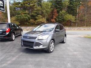 2013 FORD ESCAPE 4WD...LOADED!! HEATED FRONT SEATS & BLUETOOTH!!