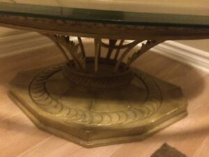 Round and Oval glass top coffee tables London Ontario image 2