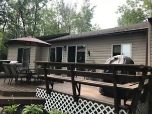 FOR RENT-WATERFRONT, 4-Season, PRIVATE CABIN - LAC DU BONNET