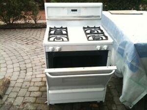 FRIGIDAIRE NATURAL GAS STOVE / OVEN