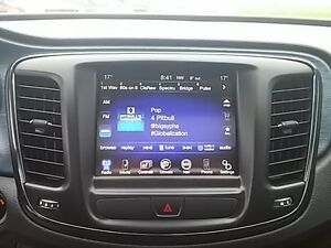 2015 Chrysler 200 S V6 LEDS HEATED SEATS PANO ROOF NAV KEYLESS London Ontario image 18