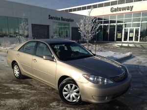 2005 Toyota Camry LE, Auto Headlights, Steering wheel mounted au