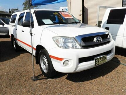 2011 Toyota Hilux GGN15R MY10 SR5 4x2 White 5 Speed Manual Utility Minchinbury Blacktown Area Preview