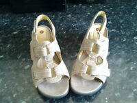 Clarkes ladies shoes size 5.5 wide fitted Un structured never been worn colour beigh