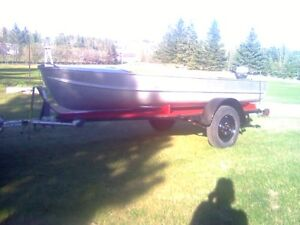 14ft aluminum arroliner boat and 6h johnson motor