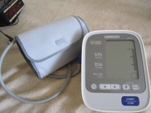 OMRON Upper Arm Blood Pressure Monitor - Great condition