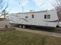 For Sale 2007, 31 foot Double Slide Trailer