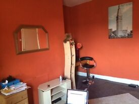 Heaton 4 bed flat/maisonette- 500/month part-furnished with white goods/wardrodes/beds