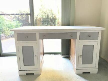 HAMPTONS decor DESK, 2 DRAWERS, 2 CUPBOARDS, KEYBOARD PULLOUT